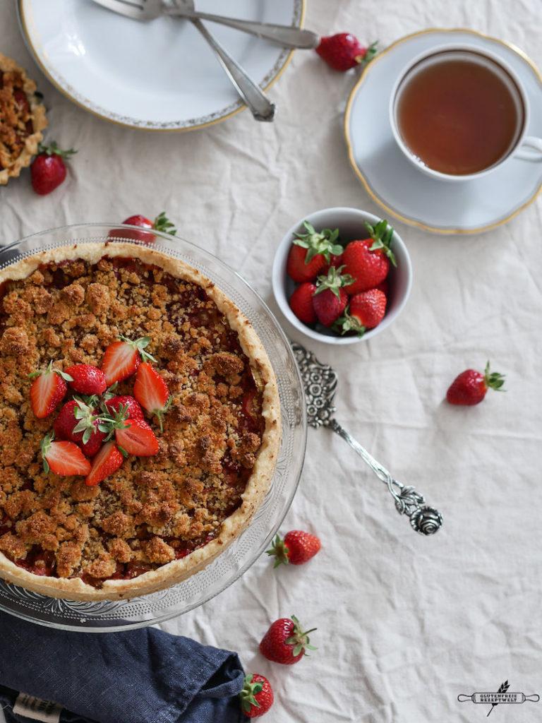 vegan, glutenfreie Erdbeer - Rhabarbertarte