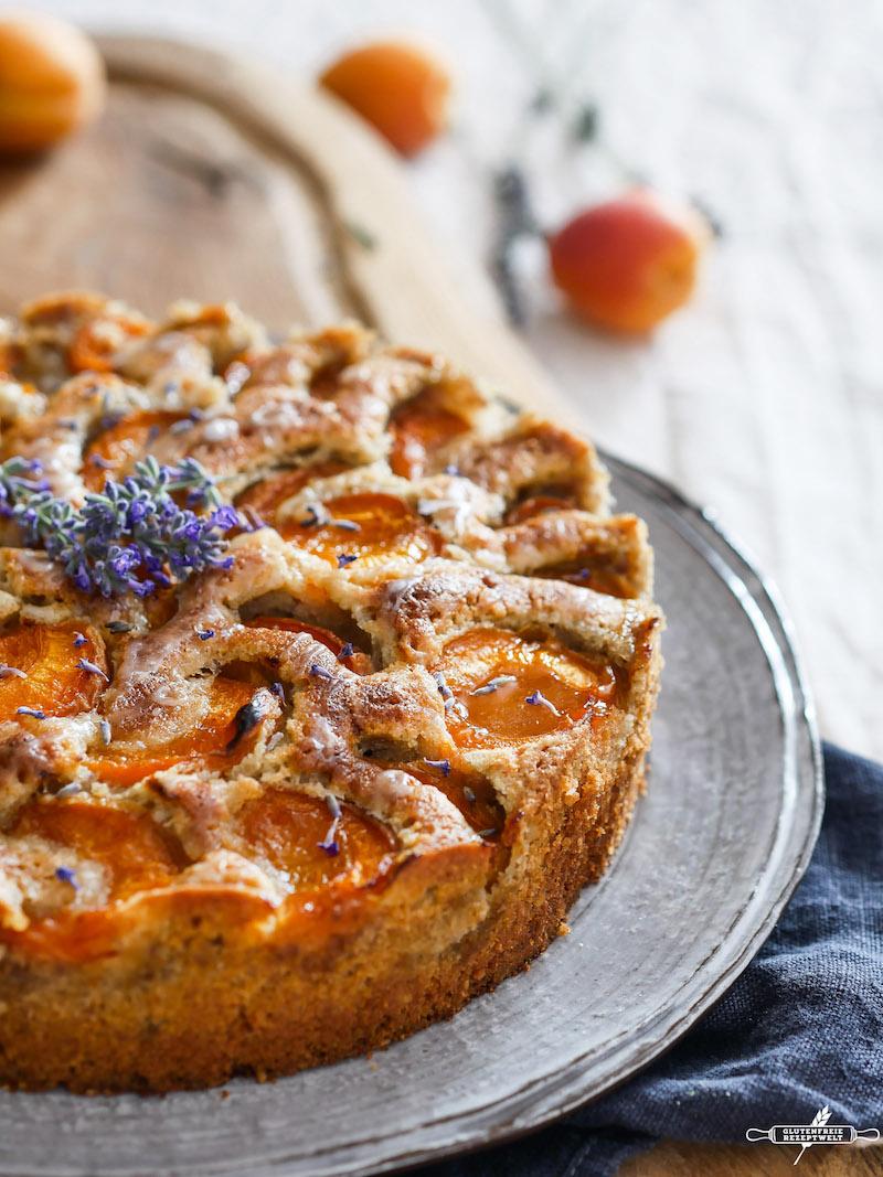 Glutenfreier Aprikosenkuchen Mit Lavendel Und Walnussen