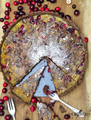 glutenfreie Cranberrytarte mit Schokolade und Pecannüssen