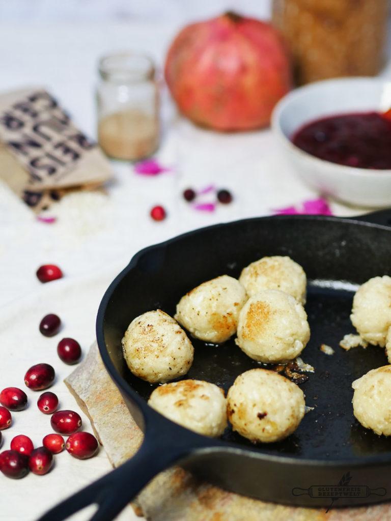Kokos -Milchreis Knödel mit Cranberry - Kompott