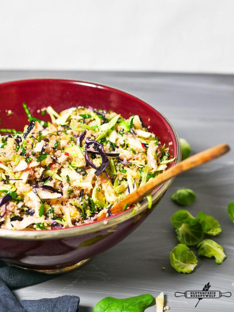 quinoa salat mit winterkohl waln ssen und einem schalotten honigdressing glutenfreie rezeptwelt. Black Bedroom Furniture Sets. Home Design Ideas