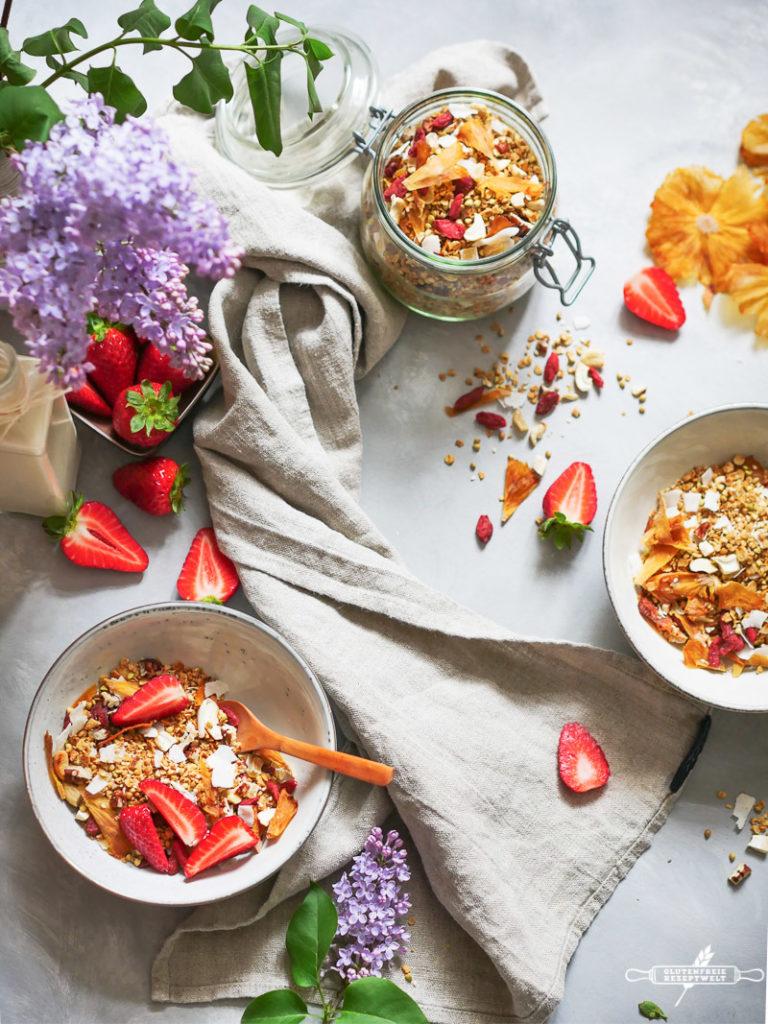 Glutenfreies Müsli mit Ananas, Goji Beeren und Ingwer