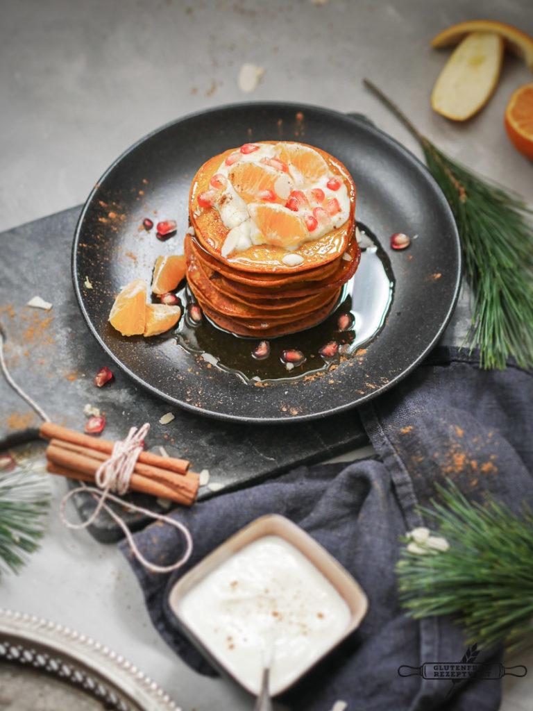 Glutenfreie Kürbis Pancakes mit Joghurt und Orange